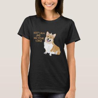平静を保ち、あなたのコーギー-かわいいおもしろい犬--を抱き締めて下さい Tシャツ