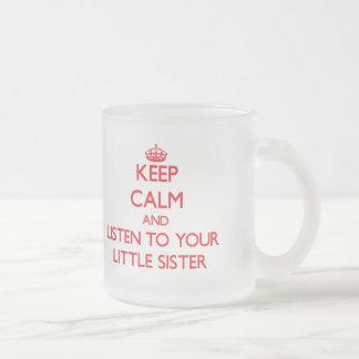 平静を保ち、あなたの妹に聞いて下さい フロストグラスマグカップ