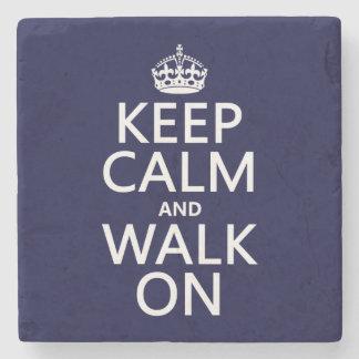 平静を保ち、で歩かせて下さい(どの背景色でも) ストーンコースター