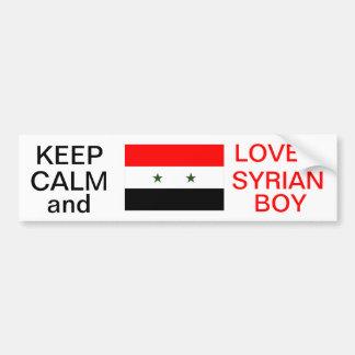 平静を保ち、シリアの男の子のステッカーを愛して下さい バンパーステッカー