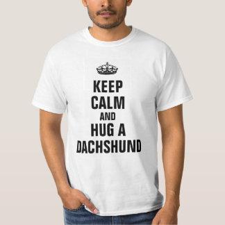 平静を保ち、ダックスフントを抱き締めて下さい Tシャツ