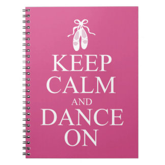 平静を保ち、バレリーナの靴のピンクで踊って下さい ノートブック