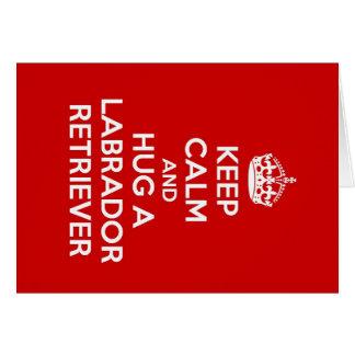 平静を保ち、ラブラドル・レトリーバー犬を抱き締めて下さい カード