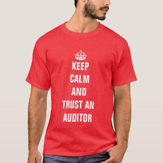 平静を保ち、会計検査官を信頼して下さい Tシャツ