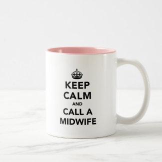 平静を保ち、助産婦を電話して下さい ツートーンマグカップ