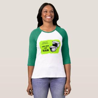 平静を保ち、化粧室のTシャツに行って下さい Tシャツ