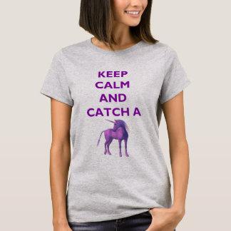 平静を保ち、紫色のユニコーンのTシャツをつかまえて下さい Tシャツ