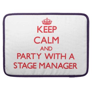 平静を保ち、舞台主任とパーティを楽しんで下さい MacBook PROスリーブ
