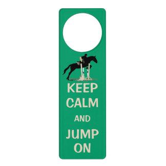 平静を保ち、馬で跳んで下さい ドアノブプレート