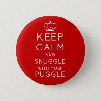 平静を保ち、Puggleあなたのボタンによって寄添って下さい 5.7cm 丸型バッジ
