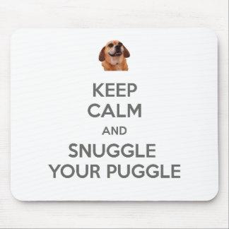 平静を保ち、Puggleのあなたのマウスパッドに寄添って下さい マウスパッド