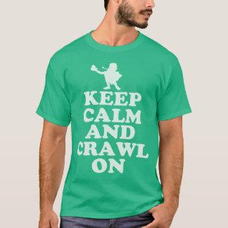 平静を保ち、St patricks dayのTシャツで這って下さい Tシャツ
