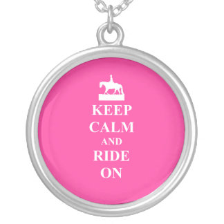平静を保って下さい及びで乗って下さい(ピンク) シルバープレートネックレス