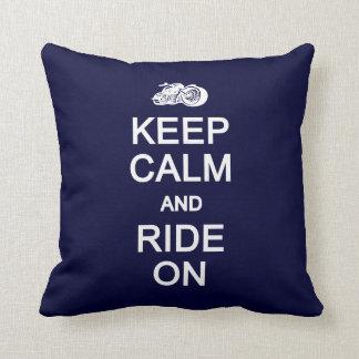 平静を保って下さい及びカスタムな枕で乗って下さい クッション