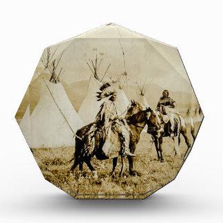 平頭のインディアンのヴィンテージのネイティブアメリカンの戦士 表彰盾