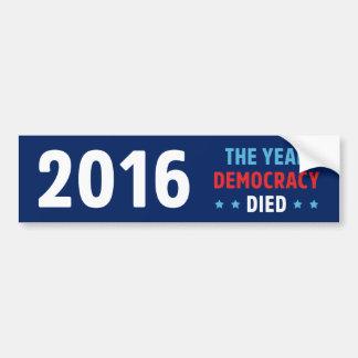 年の民主主義は死にました バンパーステッカー
