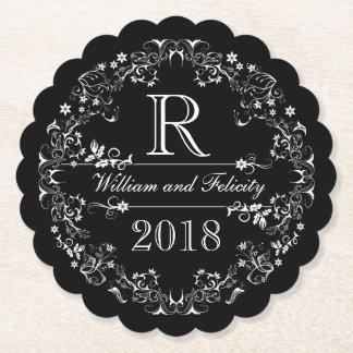 年を結婚する華美な花の黒板のモノグラム ペーパーコースター