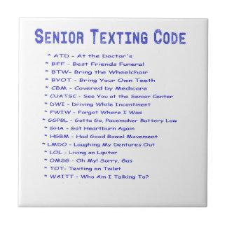 年長のメールや文字を打つコード タイル