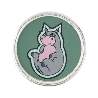 幸せで若い灰色のカバのティール(緑がかった色)のスケッチのデザイン ラペルピン
