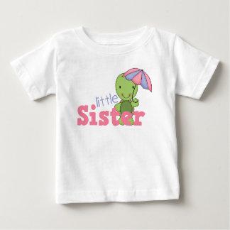 幸せなカメの妹 ベビーTシャツ