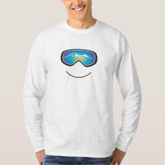 幸せなスキーヤーのTシャツ Tシャツ