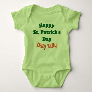 幸せなセントパトリックの日のDillyのDillyのベビーのワイシャツ ベビーボディスーツ