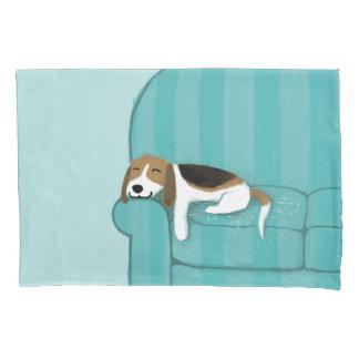 幸せなソファのビーグル犬|かわいい犬 枕カバー