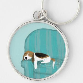 幸せなソファのビーグル犬 キーホルダー