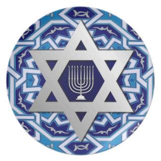 幸せなハヌカー。 カードおよび(ユダヤ教)メノラーダビデの星 プレート