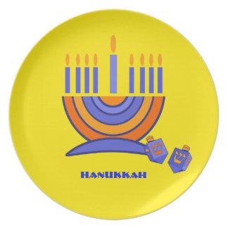 幸せなハヌカー。 (ユダヤ教)メノラーおよびDreidels プレート