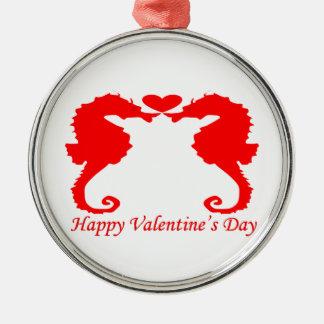 幸せなバレンタインのタツノオトシゴおよびハート メタルオーナメント