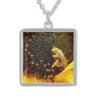 幸せなヒマワリの蜂 スターリングシルバーネックレス