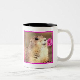 幸せなプレーリードッグのマグ ツートーンマグカップ