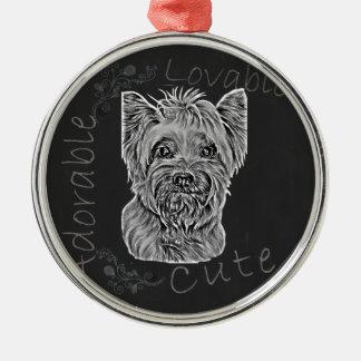 幸せなヨークシャーテリアの膚触りがよい犬のかわいいチョークのスケッチ メタルオーナメント