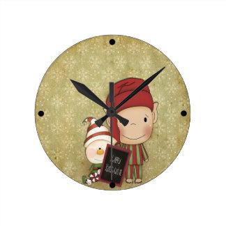 幸せな休日の印を持つ小妖精や小人そして雪だるま ラウンド壁時計