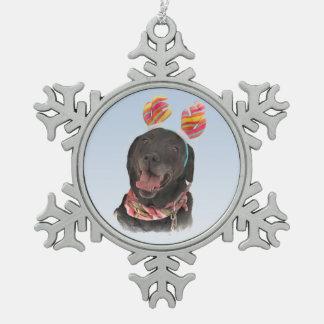 幸せな休日の黒のラブラドル・レトリーバー犬犬 スノーフレークピューターオーナメント