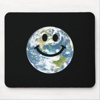 幸せな地球のスマイリーフェイス マウスパッド