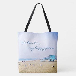 """""""幸せな場所""""の引用文の水のビーチの写真のトートバック トートバッグ"""
