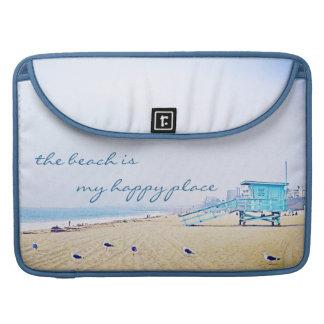 """""""幸せな場所""""の水のビーチの写真のMacbookのプロ袖 MacBook Proスリーブ"""