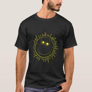 幸せな微笑の日曜日 Tシャツ