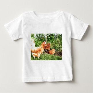 幸せな放し飼いの元電池の鶏 ベビーTシャツ