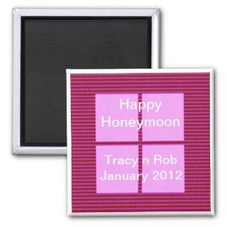 幸せな新婚旅行-ピンクの正方形の記憶装置 マグネット