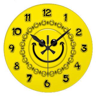 幸せな時間のスマイリーフェイスの時計 ラージ壁時計