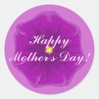 """""""幸せな母の日""""の-王室のな紫色のパンジー ラウンドシール"""
