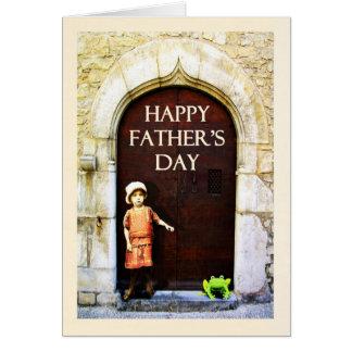幸せな父の日。 小さな女の子および緑カエル カード