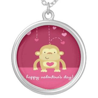 幸せな猿のバレンタインのネックレス シルバープレートネックレス