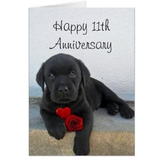 幸せな第11記念日のラブラドールの子犬カード カード