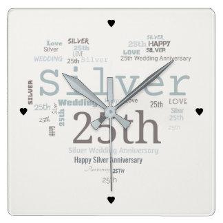 幸せな第25銀製の結婚記念日の単語の雲 スクエア壁時計