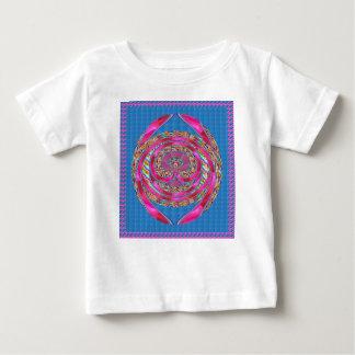 幸せな紋章のピンクの絹のリボンは真珠のギフトを宝石で飾ります ベビーTシャツ