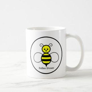 幸せな蜂のベビーシャワー コーヒーマグカップ